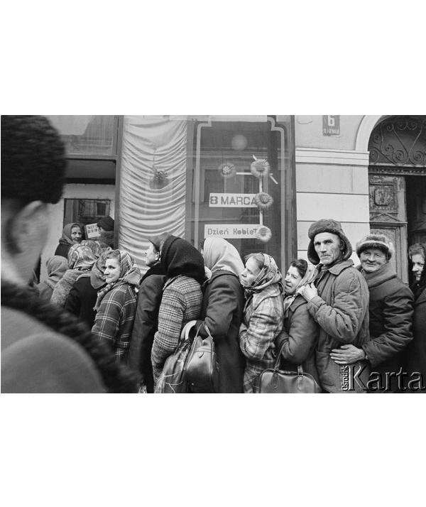 """""""Imperatyw. Fotografie lat 80. zezbiorów Ośrodka KARTA"""""""